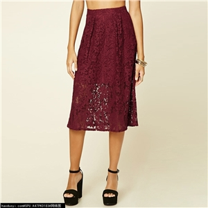 Delicate lace knee knee-length skirt