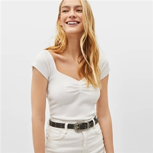Simple white dew-bone square collar pleated short-sleeved slim sweater