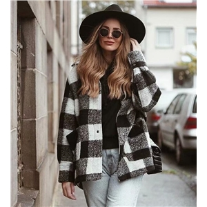 ins blogger with the same woolen coat autumn and winter fashion black and white plaid coat