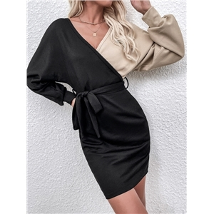 Ladies two-color stitching long-sleeved V-neck small fresh lace-up dress